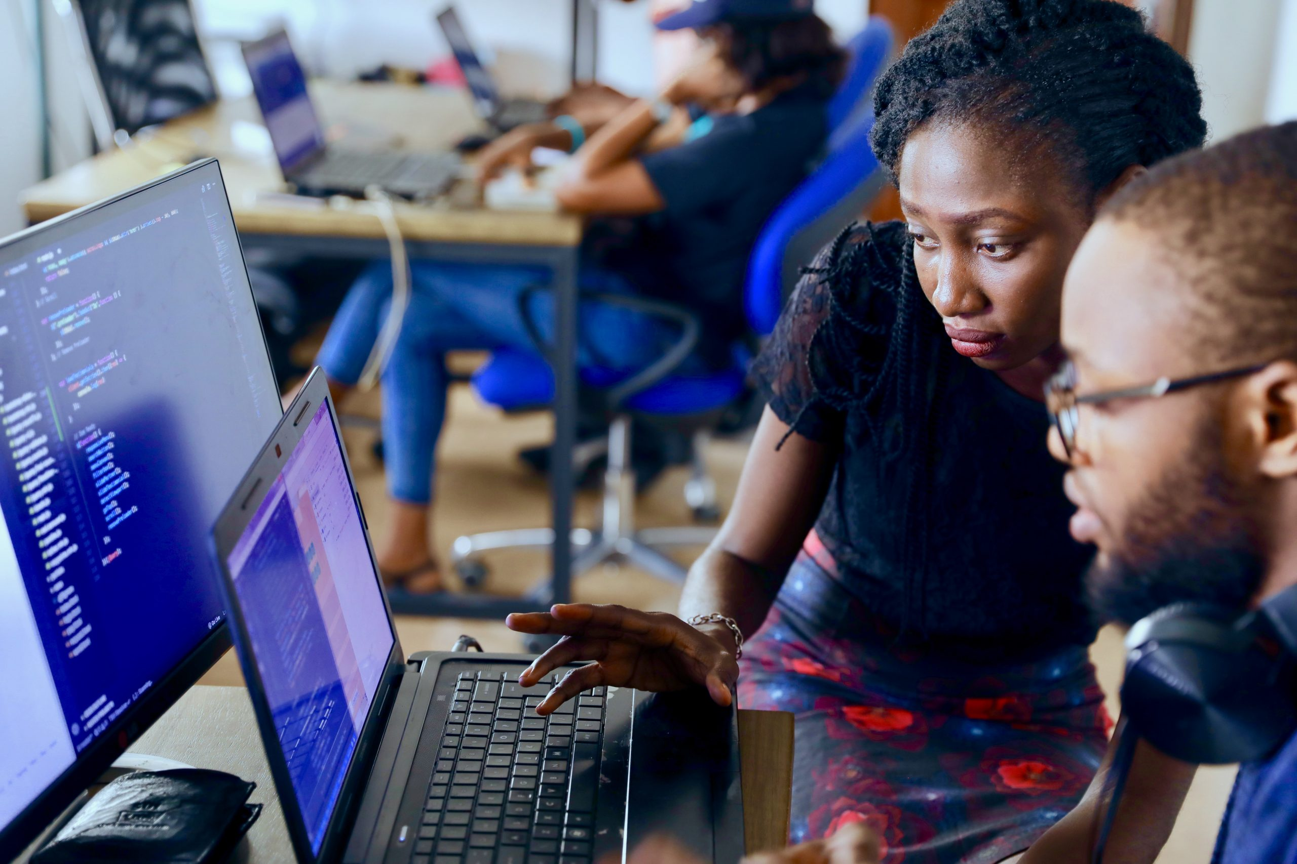 Read more about the article 4 Tech Startups/Companies that Train Software Developers Free in Nigeria